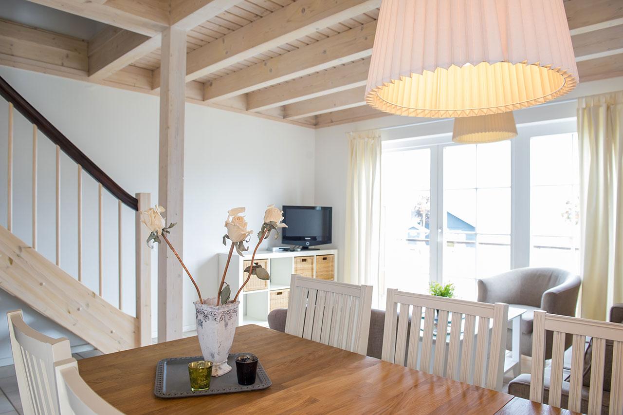https://www.strandhaeuser-ostseeblick.de/uploads/images/bilder-der-haeuser/strandhaus-hanse-wohnraum-ostsee-ferienhaus.jpg